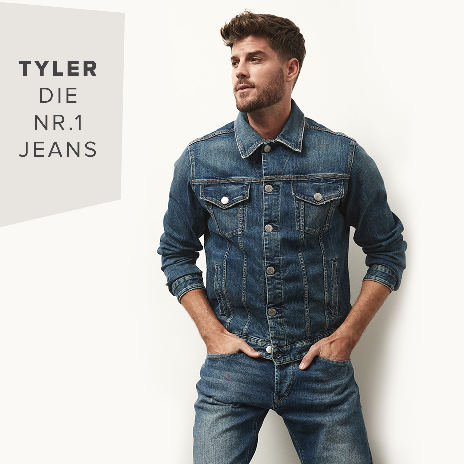 Mann in Jeans und Jeansjacke