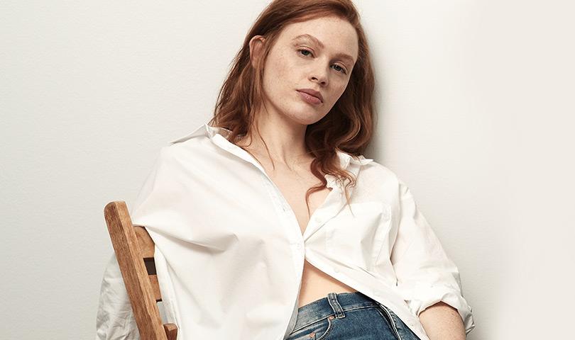 Damen in weißer Bluse